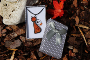 orange cat in a gift box - Tiffany jewelry